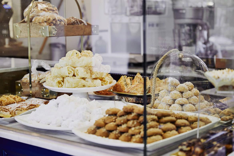 Li_Sylvie_Kamenitsa_cakes_01.jpg